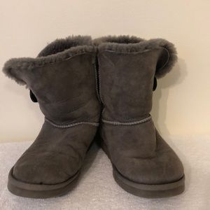 Ugg size 8 classic short gray suede boot.
